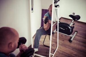 5 Wege, im Fitnessstudio Fortschritte zu machen, ohne schwere Gewichte zu heben